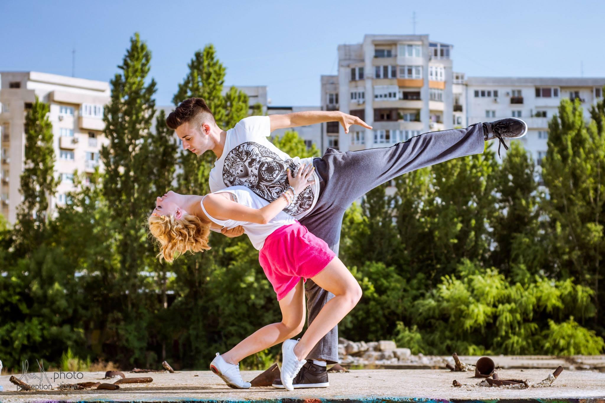 Rigadonne - Cursuri pentru Dansul Mirilor și Spectacole de dans pentru evenimente cu Răzvan și Antonia