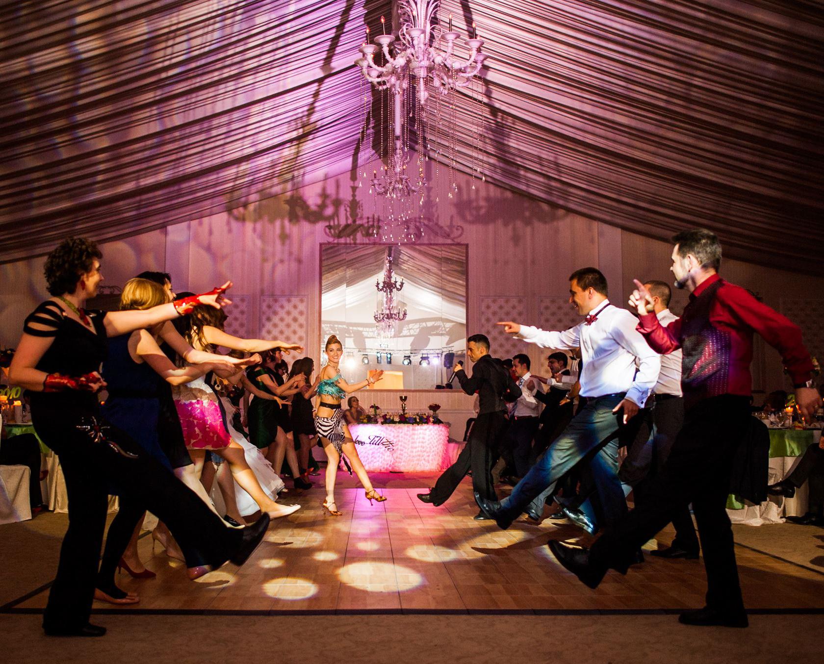 Rigadonne - Dansul Mirilor - Dansatori Evenimente - Muzica Live